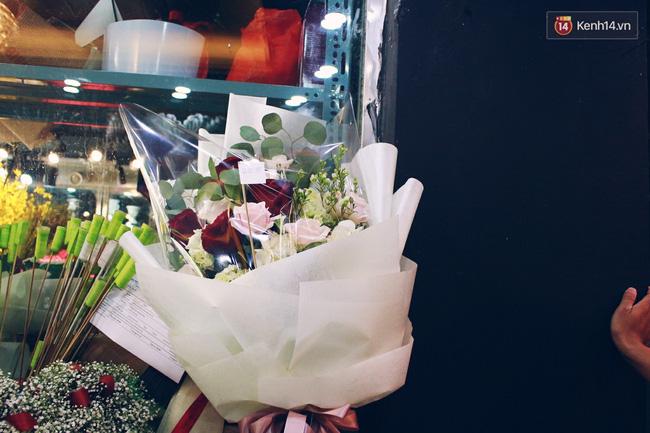 Cành hồng đỏ cao bằng cô gái trẻ giá 500.000 gây sốt mùa Valentine năm nay - Ảnh 9.