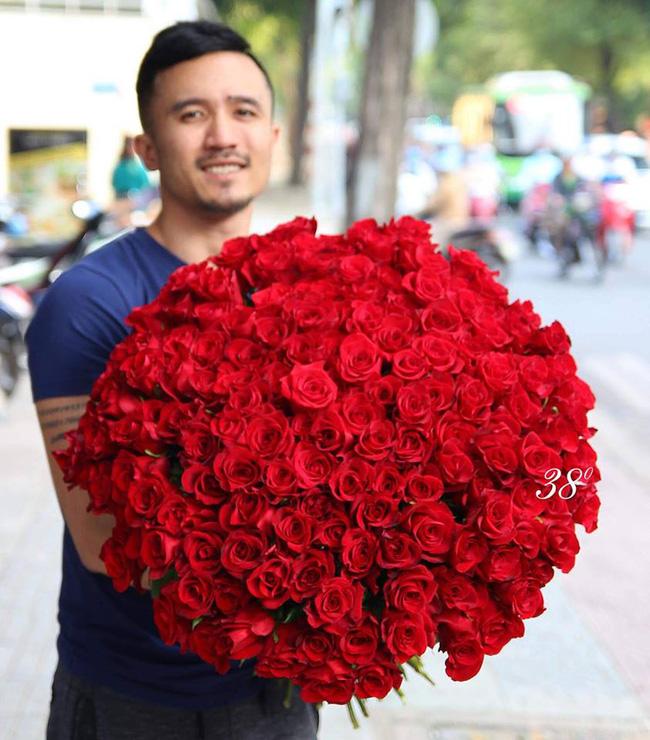 Cành hồng đỏ cao bằng cô gái trẻ giá 500.000 gây sốt mùa Valentine năm nay - Ảnh 6.