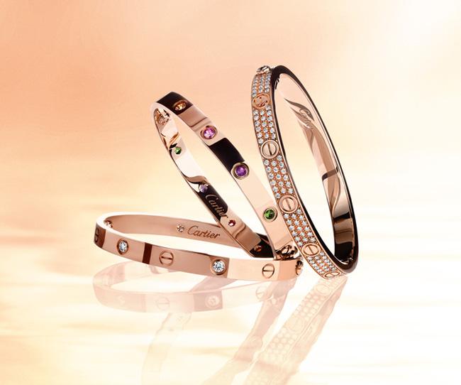 Chi Pu, Quỳnh Anh Shyn cùng chi đến gần 300 triệu đồng cho những chiếc vòng Love của Cartier