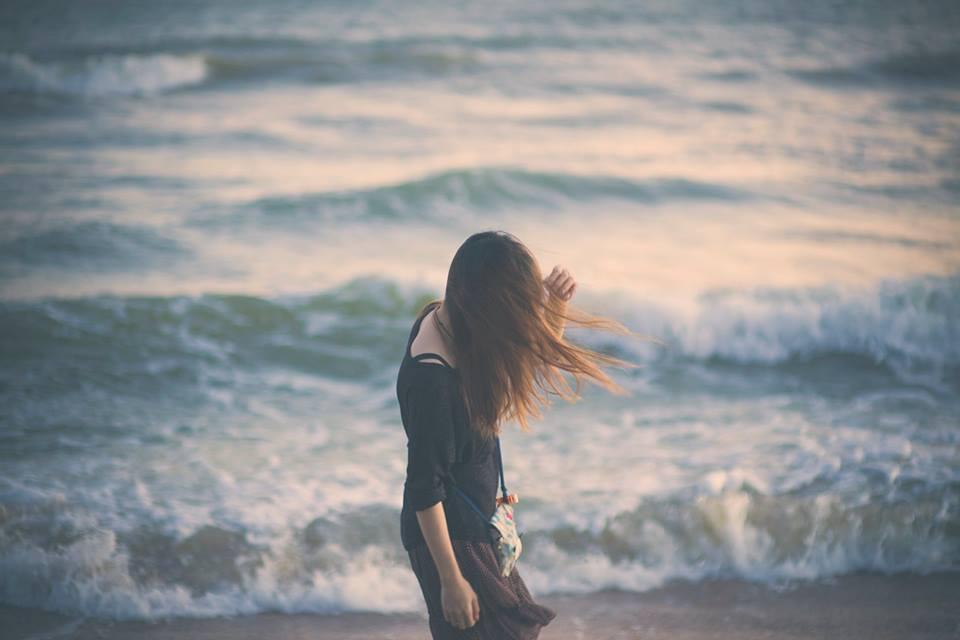 Mối tình đầu cũng như đi trên cát, bước thật nhẹ nhưng vẫn in sâu...