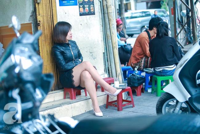 Cuối tuần thảnh thơi ghé phố Nhà Thờ, gọi ly trà chanh đặc biệt 20 năm tuổi ngồi ngắm phố xá, xích lô leng keng