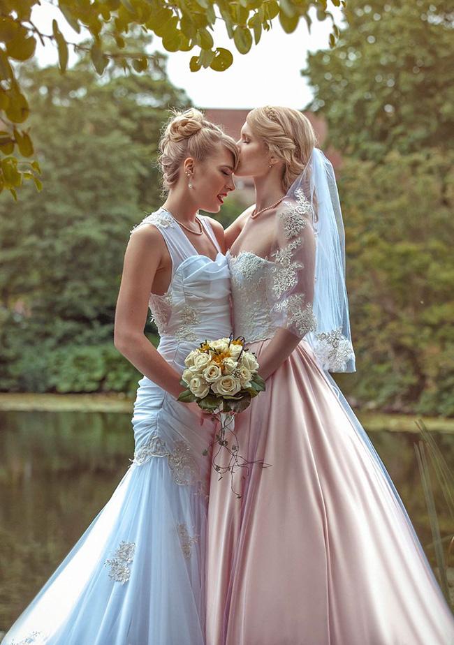 Bộ ảnh cưới nên thơ của hai cô nàng xinh đẹp khiến dân tình thầm ghen tị - Ảnh 1.