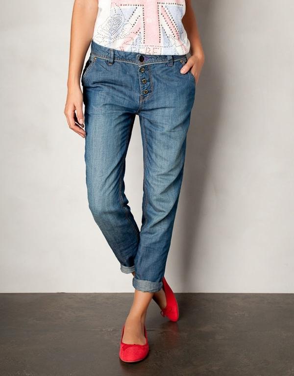 """Cách chọn quần jeans chuẩn """"nịnh"""" vòng 3 bạn gái cần biết"""