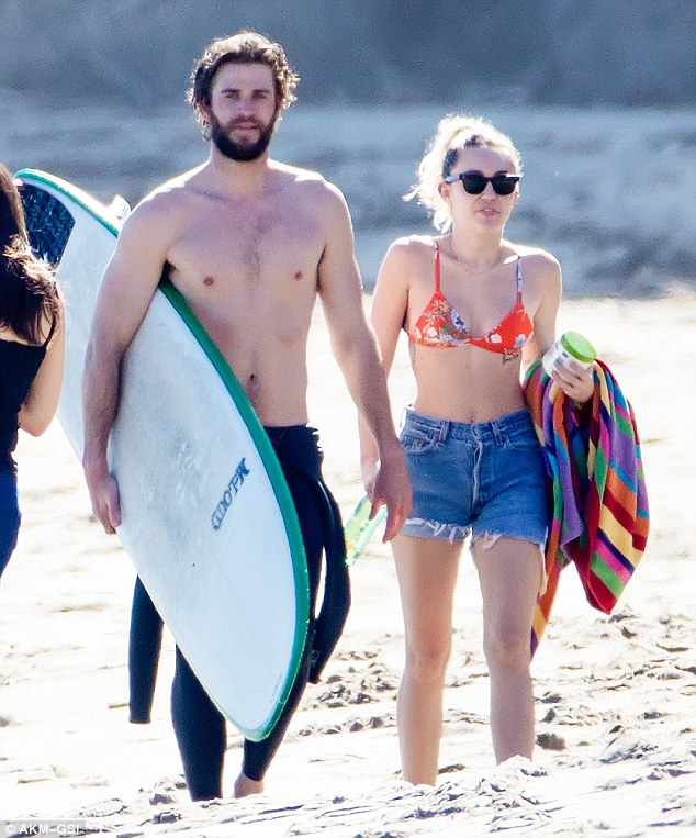 Đã hạnh phúc đáng ghen tị, Miley Cyrus - Liam Hemsworth còn có thân hình sexy cả đôi
