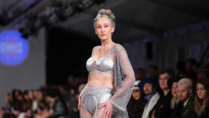 Xem chùm ảnh quảng cáo nội y của người mẫu U60 này, hẳn nàng nào cũng ước mình về già cũng được sexy như vậy - Ảnh 11.