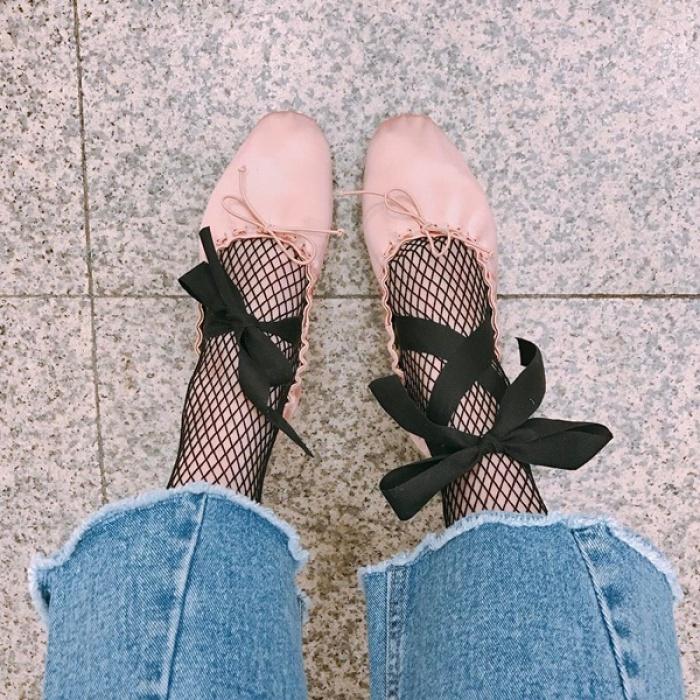 Giày ballet 'bánh bèo' khiến con gái Hàn mê tít