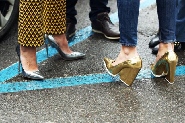 Những ngày trời mưa ẩm ướt, khó khăn nhất có lẽ là việc chọn giày! - Ảnh 9.