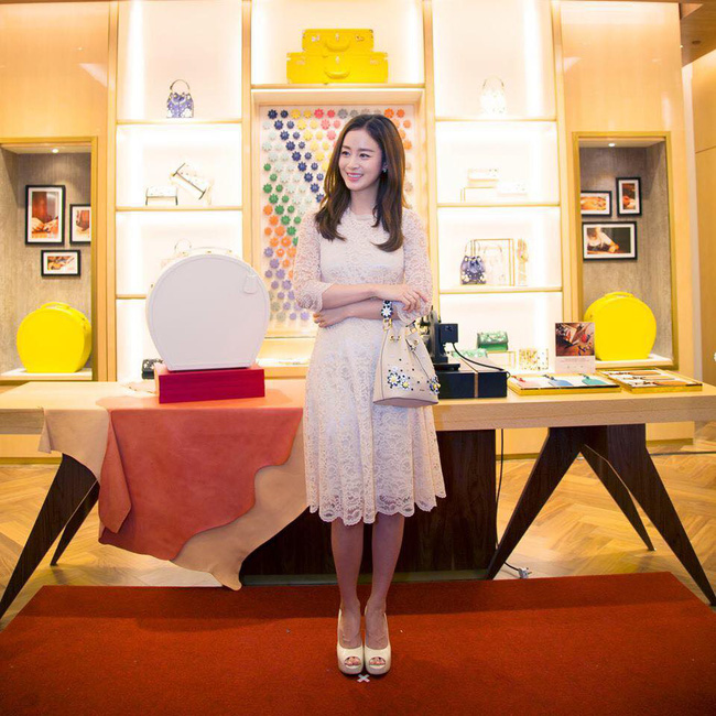 Hình ảnh đầu tiên trong album ảnh cưới của Kim Tae Hee và Bi Rain được tiết lộ - Ảnh 2.