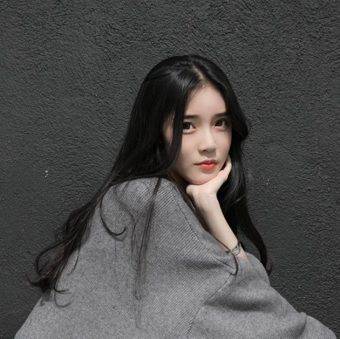 Cứ chê tóc ngôi giữa quê nhưng hot girl Thái, Trung cô nào cô nấy để tóc này đều xinh hết nấc - Ảnh 13.