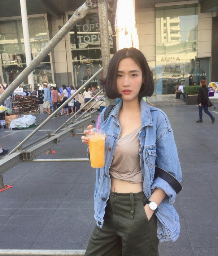 Cứ chê tóc ngôi giữa quê nhưng hot girl Thái, Trung cô nào cô nấy để tóc này đều xinh hết nấc - Ảnh 11.