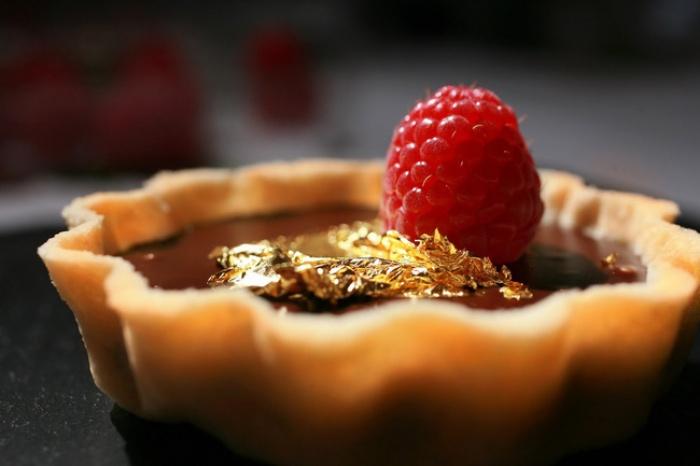 Dát vàng lên đồ ăn - Tốt cho sức khỏe hay chỉ là thú vui xa xỉ?