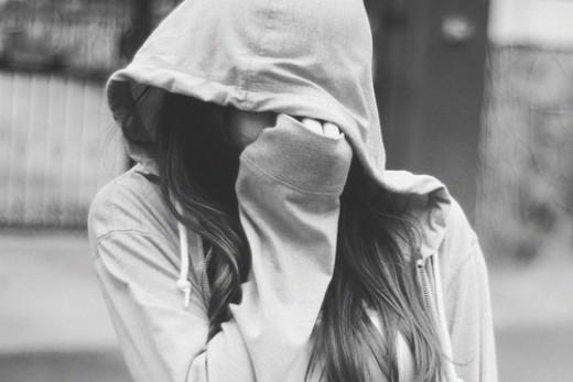 Con gái mạnh mẽ thì không cần được che chở sao anh?