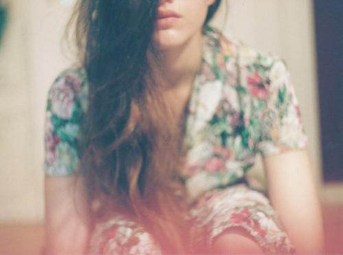 Đàn bà càng đứng giữa đau thương càng xinh đẹp...