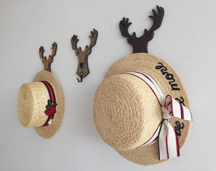 Mũ cói năm nay toàn kiểu xinh tuyệt, sẵn sàng đánh bật hết mũ lưỡi trai, mũ tai bèo