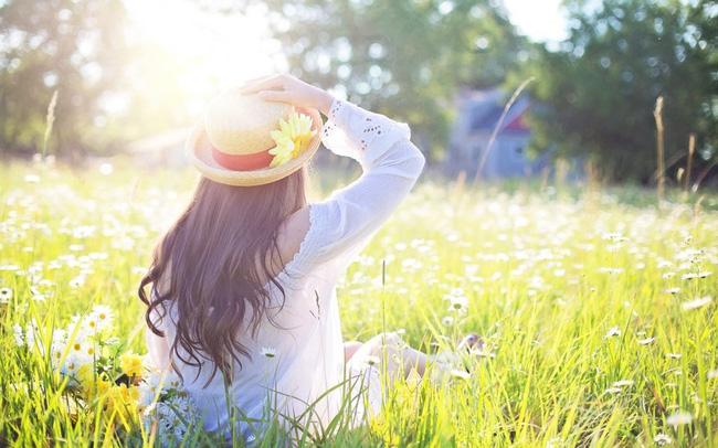 Đừng yêu một người vô tâm với bạn, hãy dành tình yêu cho một người xứng đáng hơn!