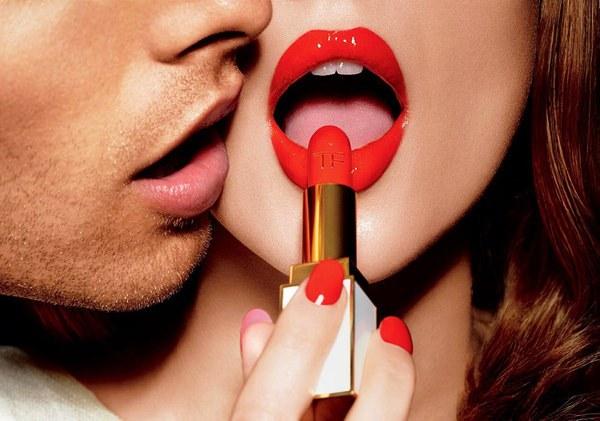 Chị em cần từ bỏ ngay thói quen tô son môi kiểu này nếu không muốn nhiễm độc chì cực nặng