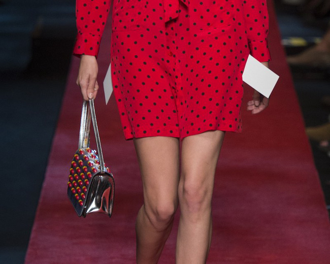 Moschino ra mắt túi xách hình vỉ thuốc giá... 25 triệu đồng