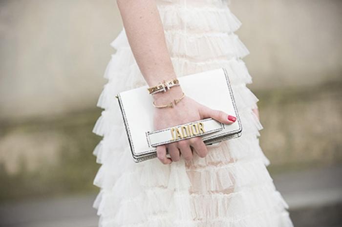 Túi Dior J'adior: Món phụ kiện khiến cả Bánh bèo lẫn Cá tính đều đổ gục trong một nốt nhạc! - Ảnh 3.