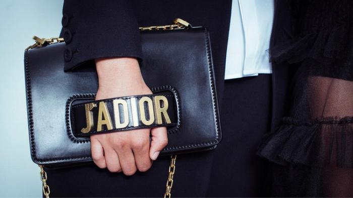 Túi Dior J'adior: Món phụ kiện khiến cả Bánh bèo lẫn Cá tính đều đổ gục trong một nốt nhạc! - Ảnh 1.