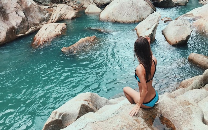 Lộ diện suối đá xanh ẩn trong rừng núi Khánh Hòa nổi danh trời Tây
