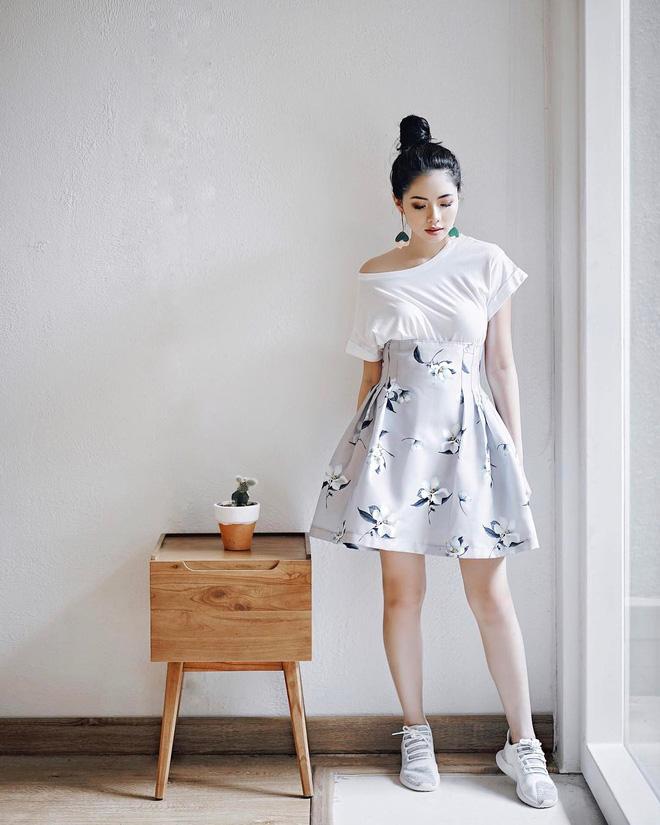 Thử kết hợp chân váy cùng áo phông: tưởng không hợp mà hợp không tưởng