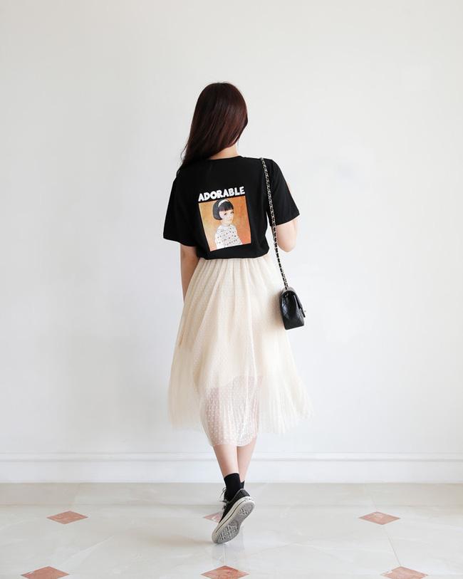 Vì sao phải sắm ngay áo phông họa tiết? Vì bạn sẽ hô biến được hàng loạt set đồ nổi bần bật như thế này chỉ trong một nốt nhạc