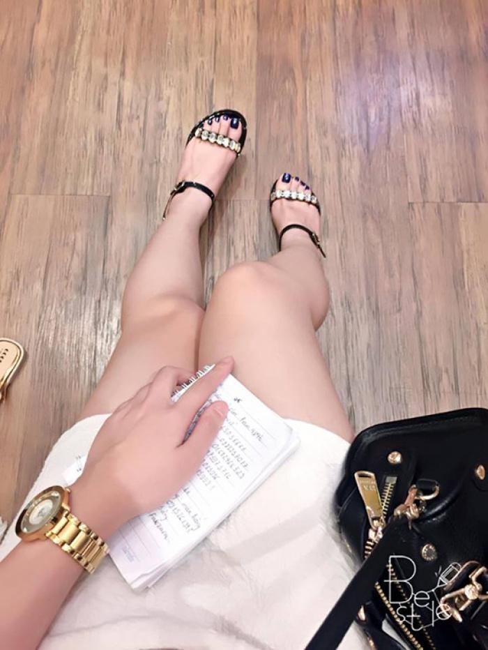 3-kieu-sandals-sanh-dieu-di-len-chan-trang-han-ra-7