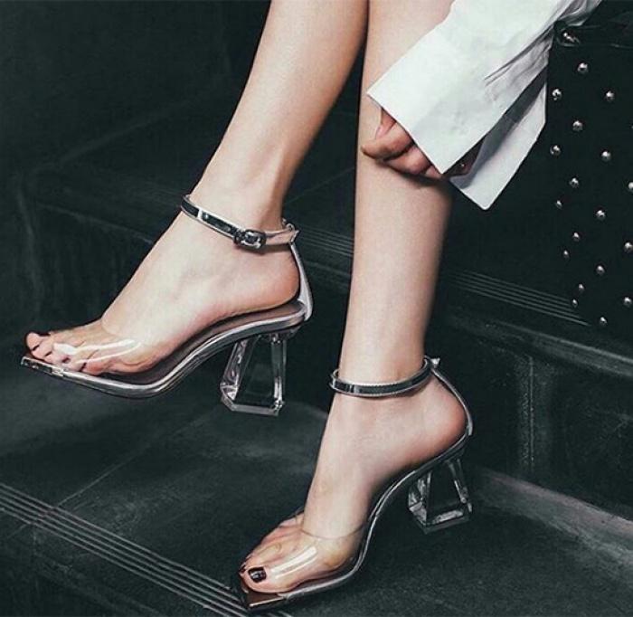 3-kieu-sandals-sanh-dieu-di-len-chan-trang-han-ra-4