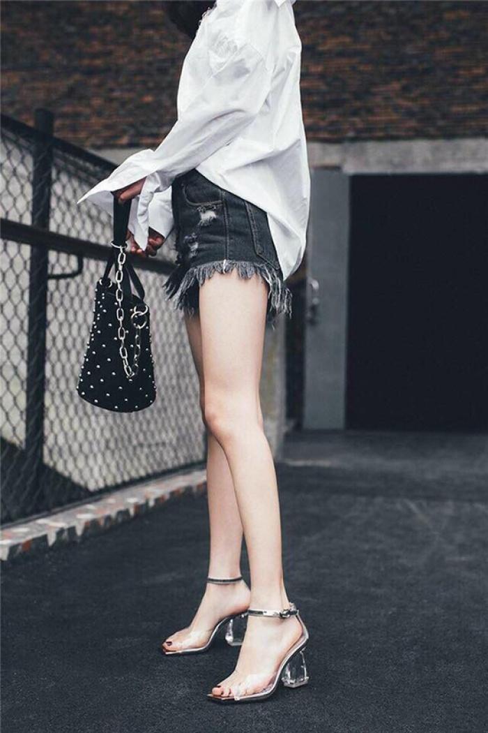 3-kieu-sandals-sanh-dieu-di-len-chan-trang-han-ra-6
