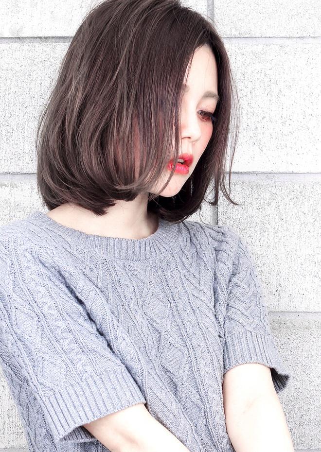Cầu kỳ làm chi, chỉ cần kiểu tóc bob thẳng nguyên sơ thế này là đã đủ xinh ngất ngây rồi nhé!