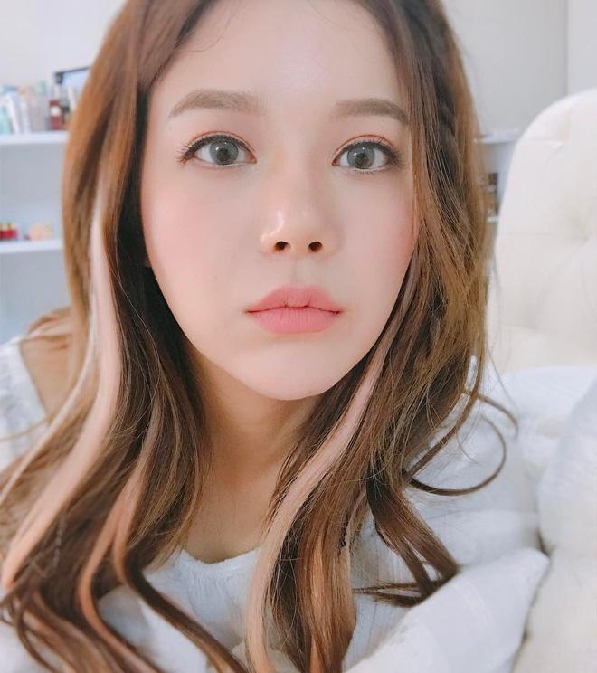 5 thỏi son từ bình dân đến cao cấp được các hot girl Hàn tích cực lăng xê thời gian này mà bạn không thể không biết - Ảnh 32.