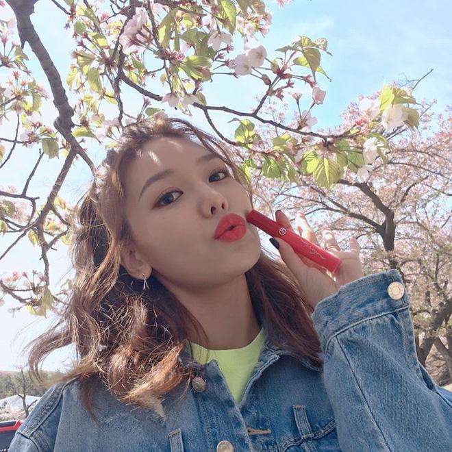 5 thỏi son từ bình dân đến cao cấp được các hot girl Hàn tích cực lăng xê thời gian này mà bạn không thể không biết - Ảnh 3.