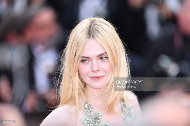 """Thảm đỏ Cannes ngày 5 bỗng xuất hiện một """"nàng tiên hoa"""" xinh đẹp đến nao lòng!"""