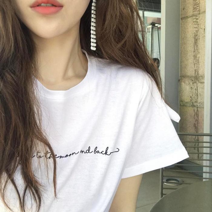 T-shirt với font chữ viết tay, món mới siêu hot đang được giới trẻ châu Á diện miết mải - Ảnh 18.
