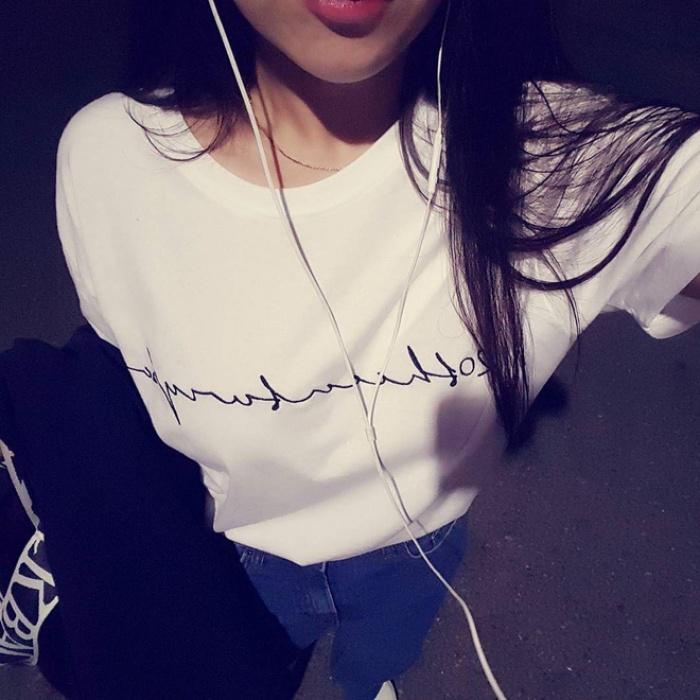 T-shirt với font chữ viết tay, món mới siêu hot đang được giới trẻ châu Á diện miết mải - Ảnh 4.