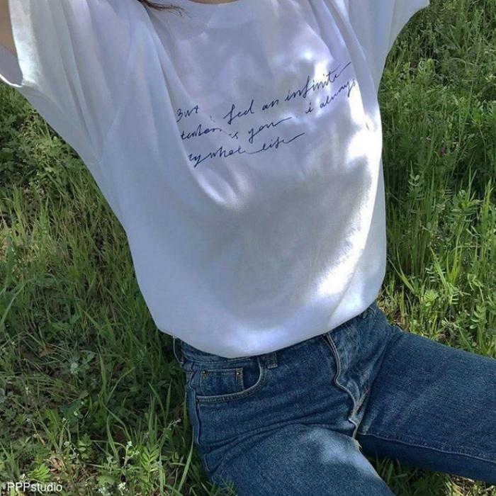 T-shirt với font chữ viết tay, món mới siêu hot đang được giới trẻ châu Á diện miết mải - Ảnh 19.