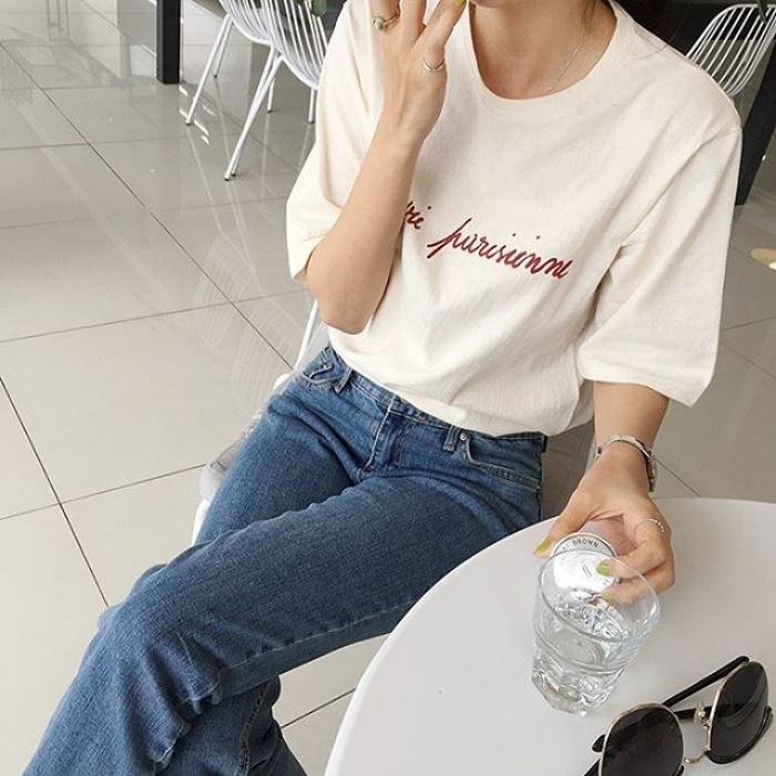 T-shirt với font chữ viết tay, món mới siêu hot đang được giới trẻ châu Á diện miết mải - Ảnh 3.
