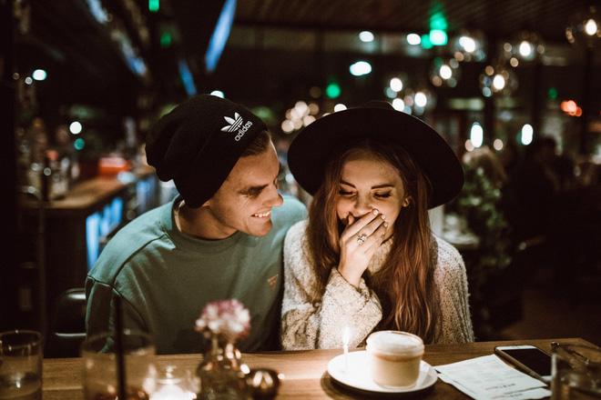 6 bài học mà những mối tình xa sẽ dạy cho bạn - Ảnh 1.
