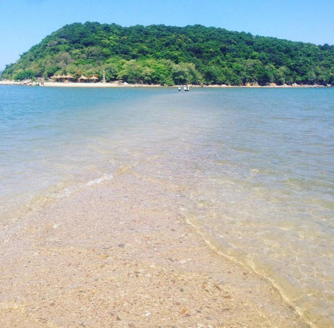 Những con đường giữa biển đẹp mê hồn ở Việt Nam mà bạn chưa biết tới
