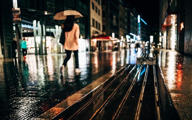 Bạn sẽ cần một người đàn ông che ô cho bạn, hơn là bạch mã hoàng tử đi cùng bạn dưới mưa