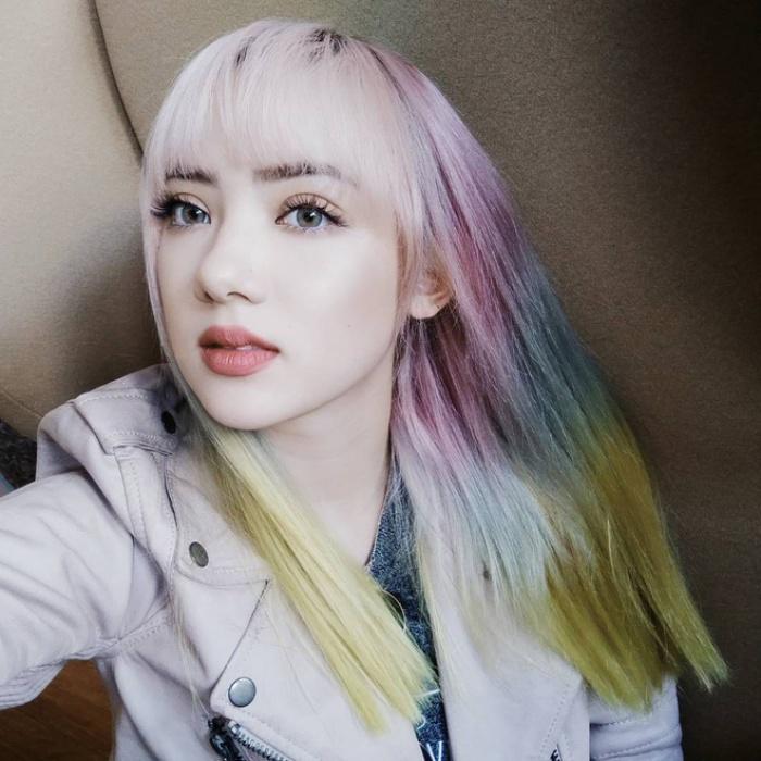 Tóc nhuộm nửa nọ nửa kia - Xu hướng tóc siêu chất chấp hết các màu nhuộm chói chang từ trước tới nay - Ảnh 6.