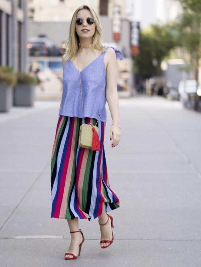 Đã có chân váy midi rồi thì phải sắm ngay 6 kiểu áo này, mặc vào đảm bảo nịnh dáng vô cùngĐâu là chiếc áo diện cùng chân váy midi có thể nịnh dáng nhất - Ảnh 21.