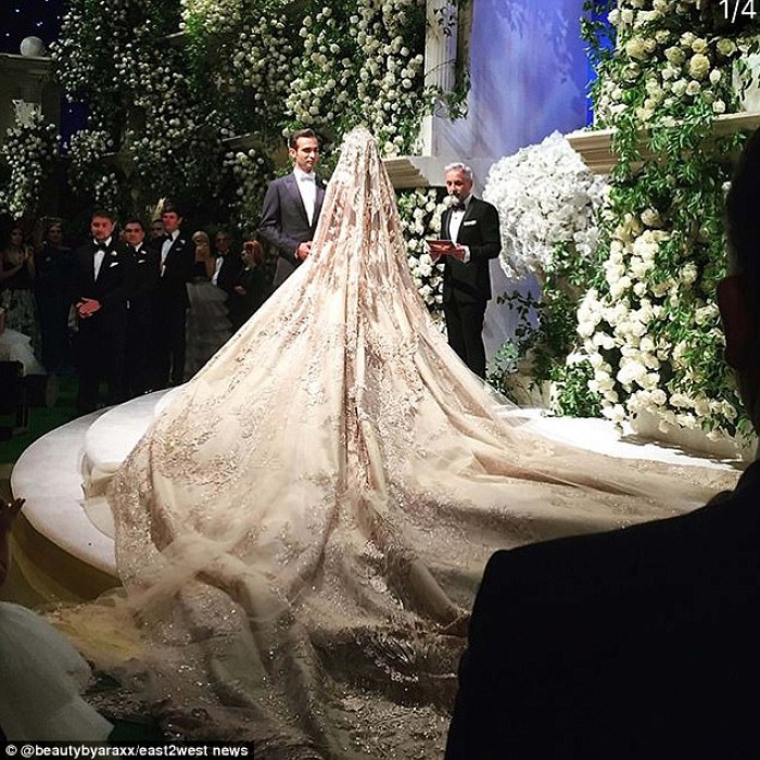 Cả Hollywood choáng ngợp trước đám cưới xa hoa của tiểu thư nhà tài phiệt Nga - Ảnh 2.
