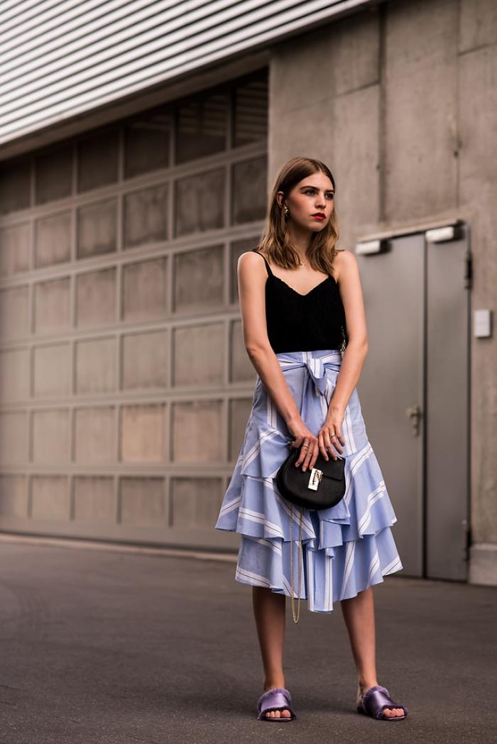 Đã có chân váy midi rồi thì phải sắm ngay 6 kiểu áo này, mặc vào đảm bảo nịnh dáng vô cùngĐâu là chiếc áo diện cùng chân váy midi có thể nịnh dáng nhất - Ảnh 20.