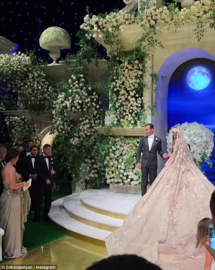 Cả Hollywood choáng ngợp trước đám cưới xa hoa của tiểu thư nhà tài phiệt Nga - Ảnh 4.
