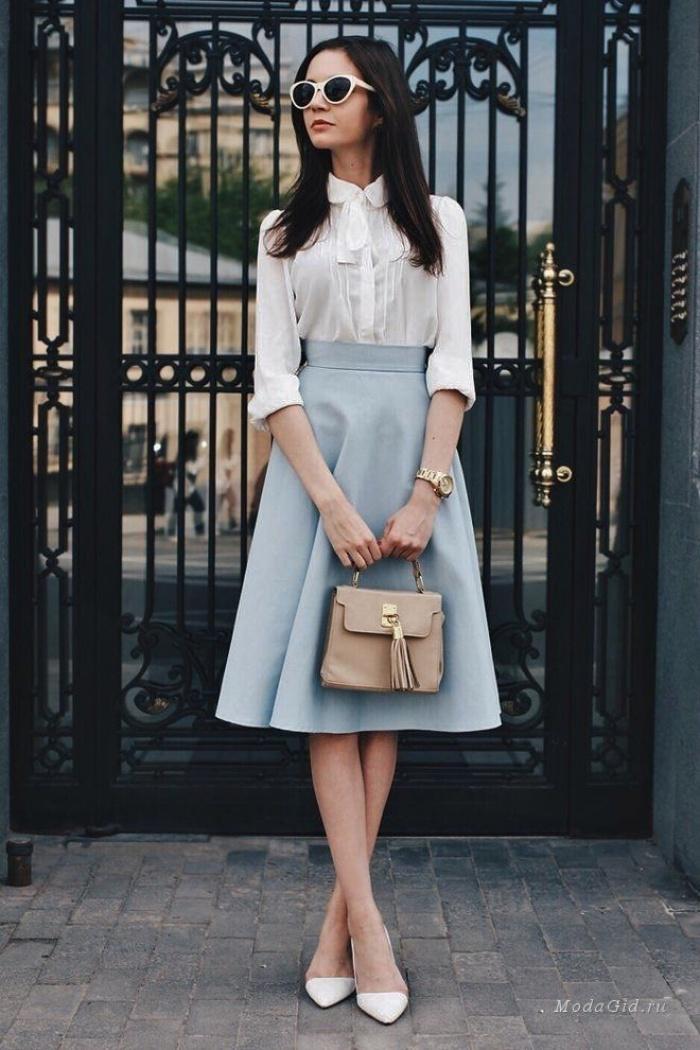 Đã có chân váy midi rồi thì phải sắm ngay 6 kiểu áo này, mặc vào đảm bảo nịnh dáng vô cùngĐâu là chiếc áo diện cùng chân váy midi có thể nịnh dáng nhất - Ảnh 14.
