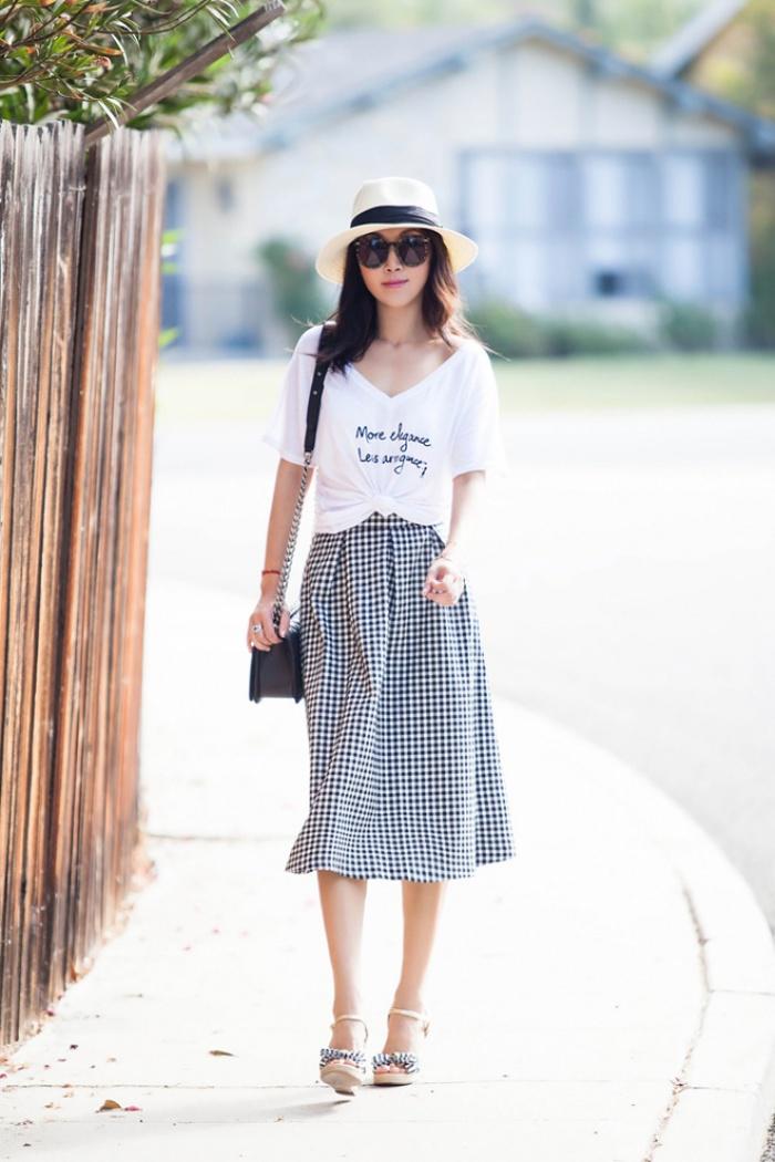 Đã có chân váy midi rồi thì phải sắm ngay 6 kiểu áo này, mặc vào đảm bảo nịnh dáng vô cùngĐâu là chiếc áo diện cùng chân váy midi có thể nịnh dáng nhất - Ảnh 9.