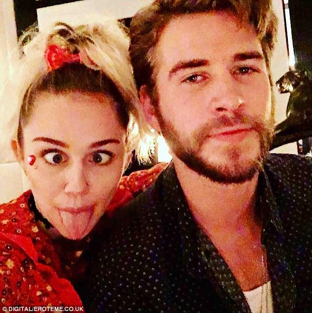 Miley Cyrus bị gọi là hư hỏng, nhưng giờ cô ấy vẫn ở bên người mình từng hôn 8 năm trước! - Ảnh 3.