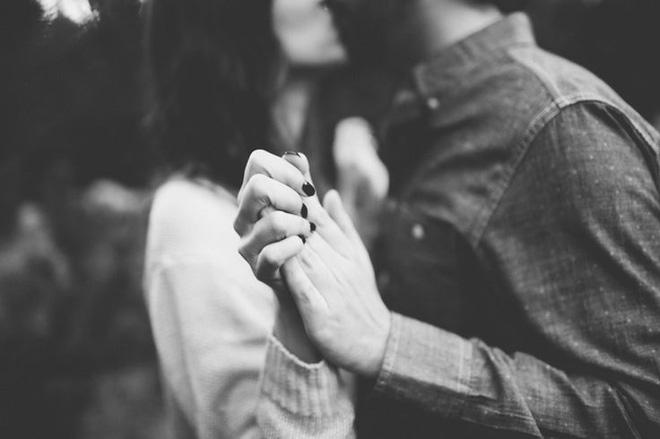 Chỉ mong là tình cuối của ai đó, chứ đừng là tình đầu - Ảnh 1.