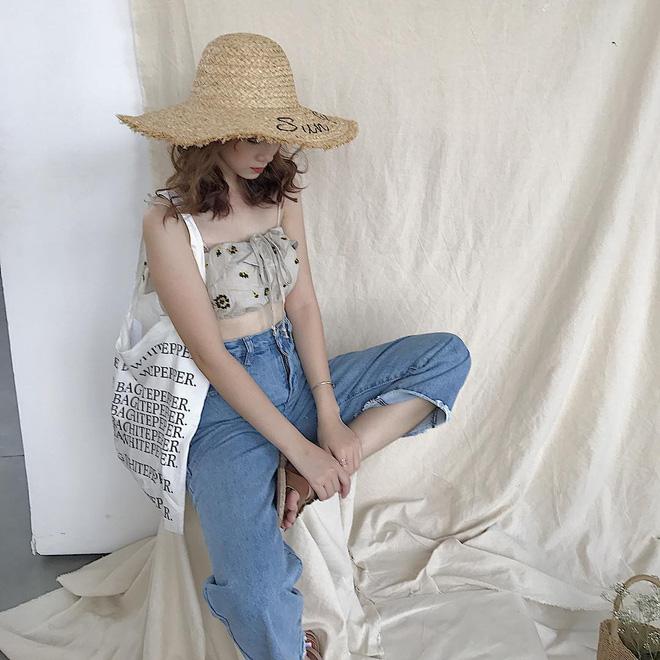 Áo giấu quần xưa lắm rồi, con gái bây giờ ai cũng chuyển sang mặc áo dài 1 gang tay